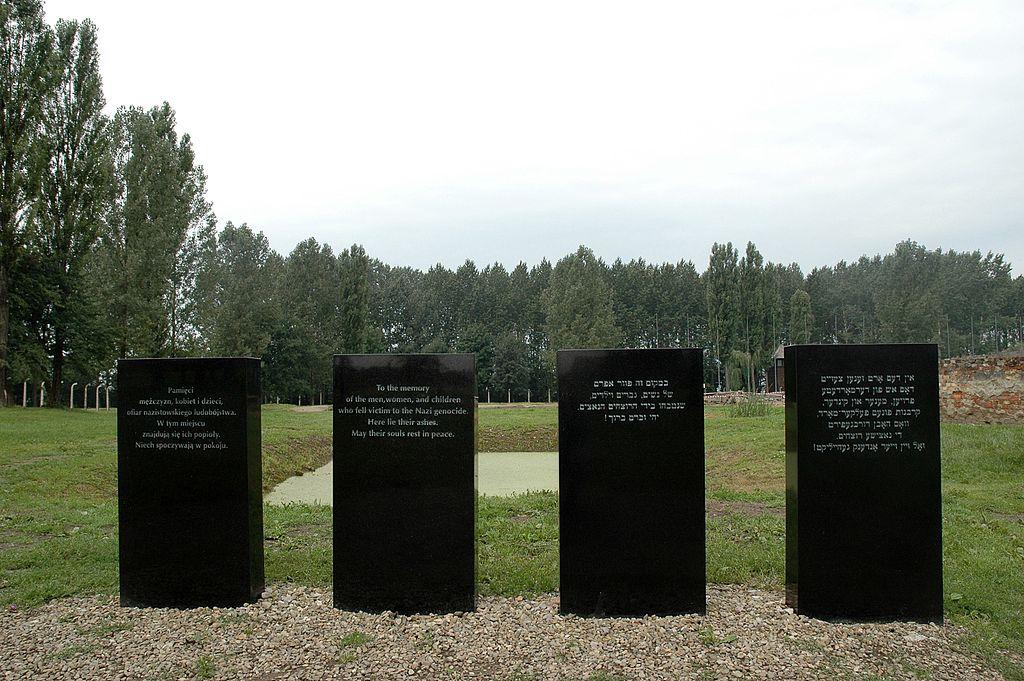 Gedenktafeln Auschwitz