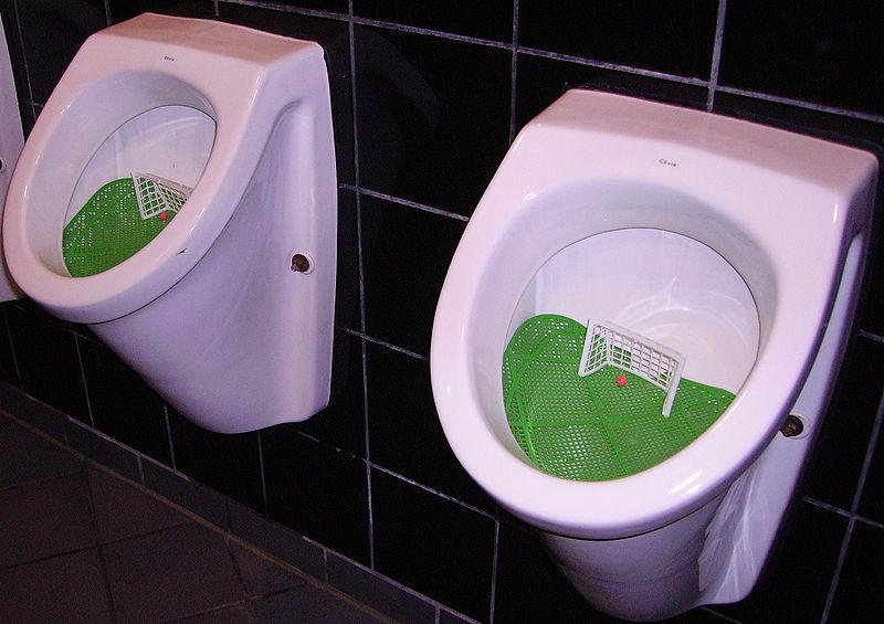 Urinal mit Tor