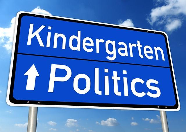 Verkehrsschild Politik Kindergarten