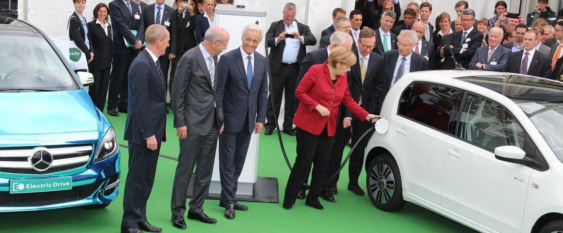 Angela Merkel und die Autobosse