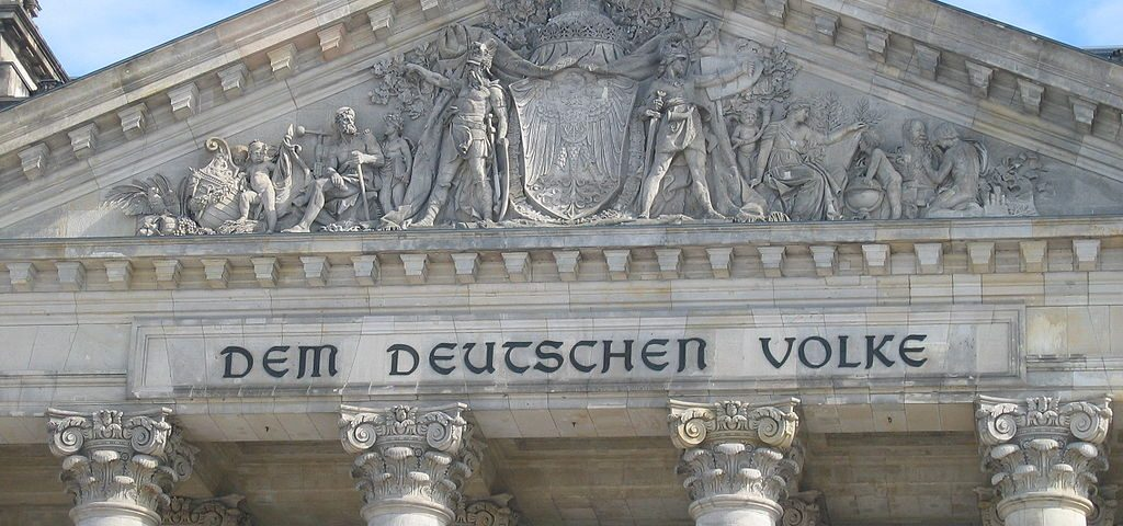 """Reichstagsinschrift """"Dem Deutschen Volke"""""""