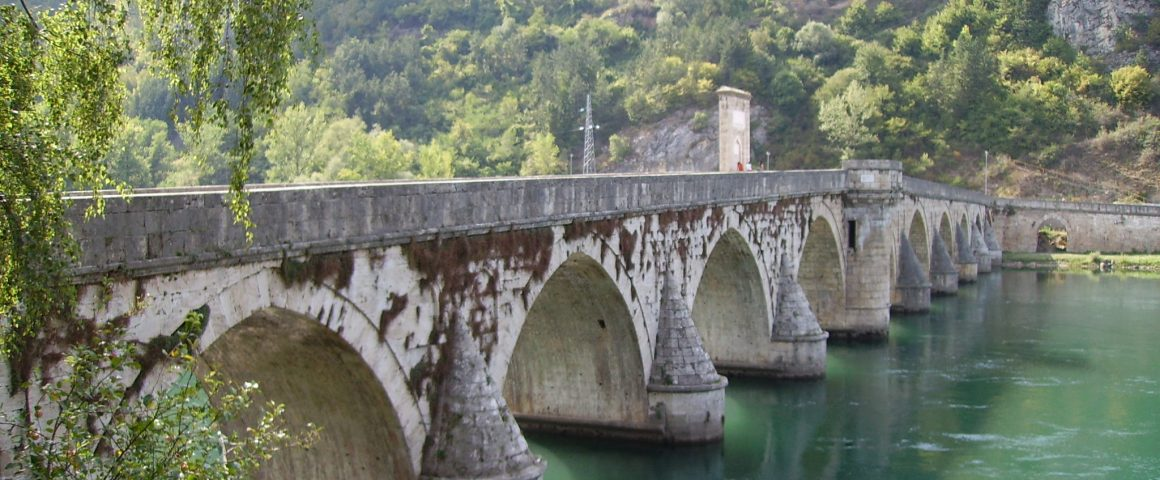 Drina-Brücke Visegrad, Bildquelle: Wikipedia, Julian Nitzsche, CC-BY-SA 3.0