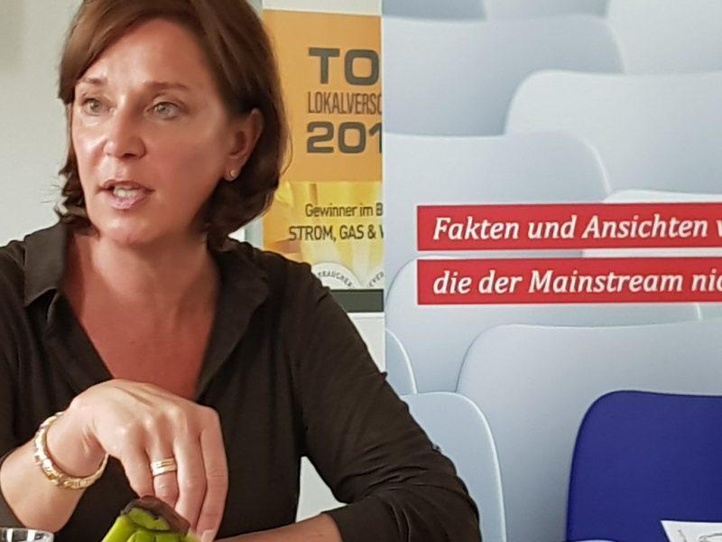 Yvonne Gebauer beim Redaktionsgespräch