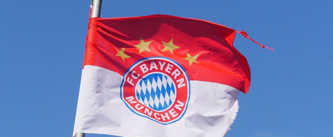 Vereinfahne FC Bayern zerzaust