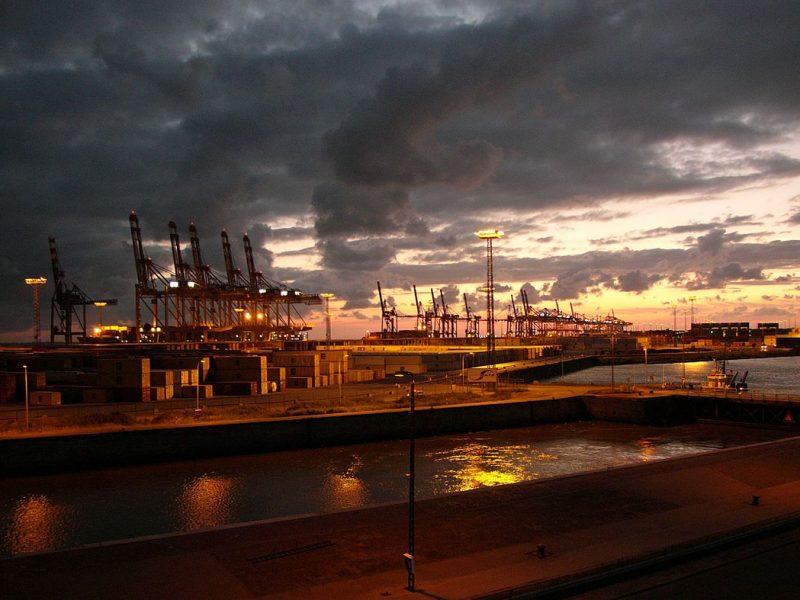 Dunkle Wolken am Wirtschaftshimmel