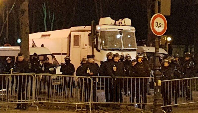 Polizei auf der Champs Elysees