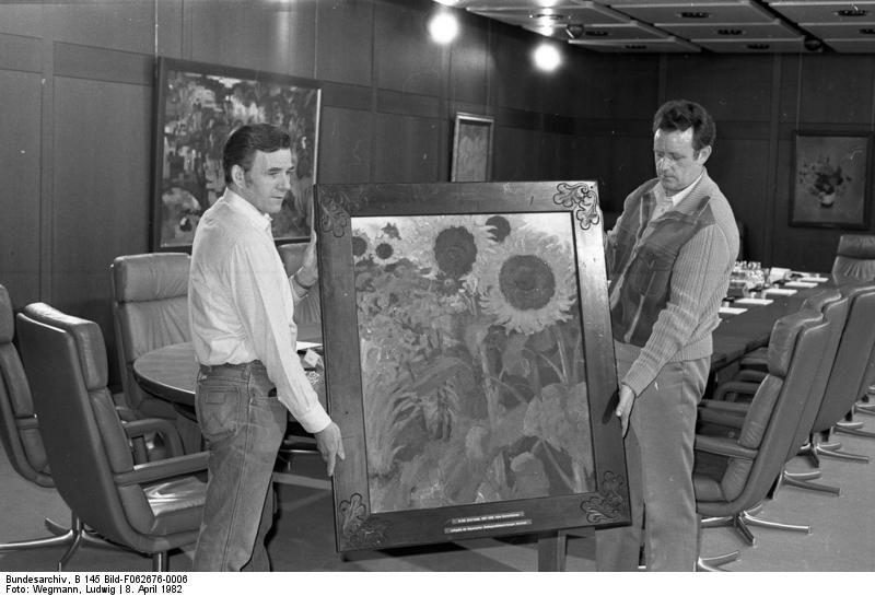"""Emil Noldes Bild """"Hohe Sonnenblumen"""" wurde als Leihgabe der Bayerischen Staatsgemäldesammlungen Bundeskanzler Helmut Schmidt zur Verfügung gestellt"""