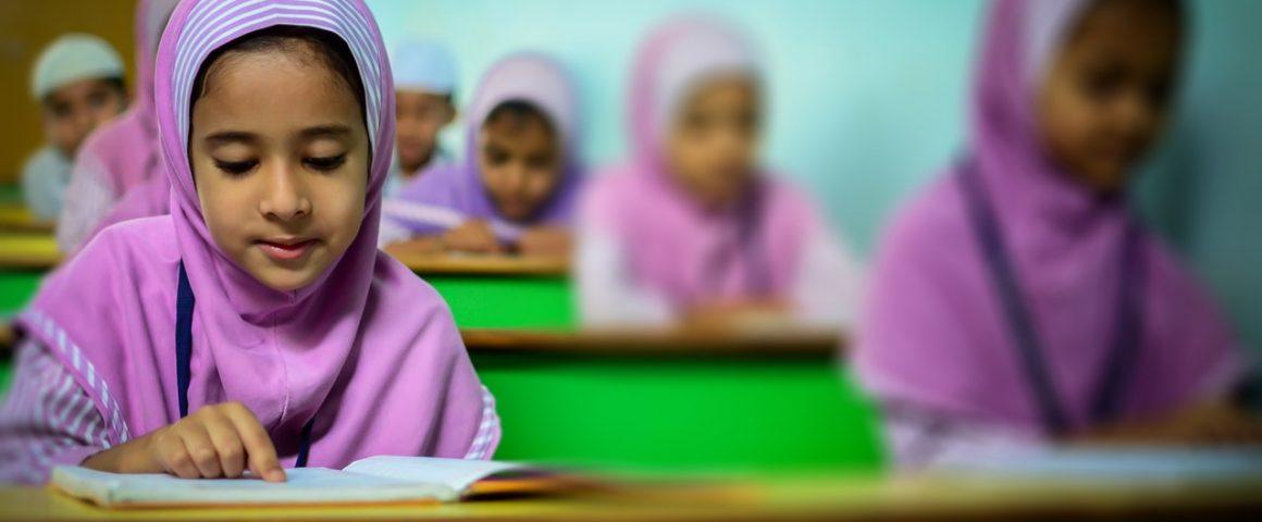 Kinder mit Kopftuch in der Schule