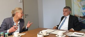 Innenminsiter Reul im Gespräch mit Petra Kappe