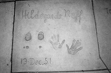 Hand- und Fußabdruck von Hildegard Kned