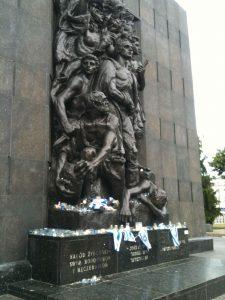 Denkmal für die Helden des Widerstands im Warschauer Ghetto