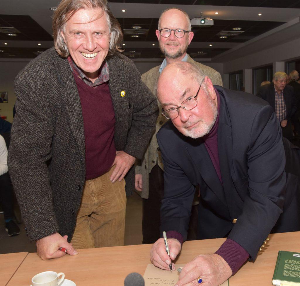 Klaus Vater mit den Autoren Norbert Scheuer und Ralf Kramp
