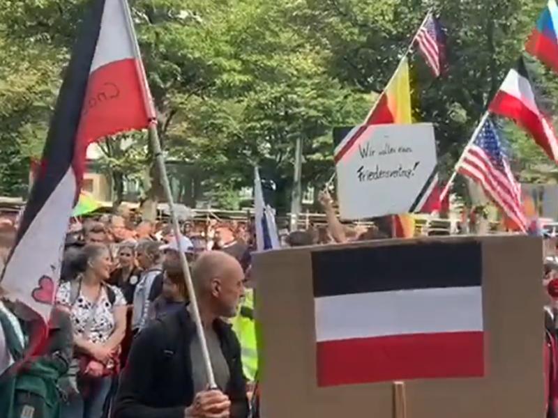 Extremisten bei den Protesten gegen die Corona-Politik am 29.8.2020 in Berlin