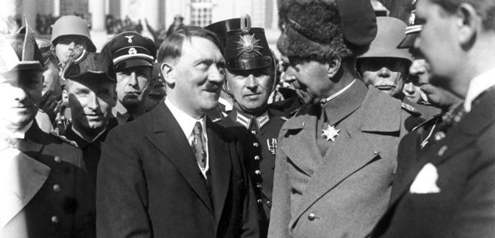 """Adolf Hitler und Kronprinz Wilhelm im Jahr 1933 beim """"Tag von Potsdam"""""""