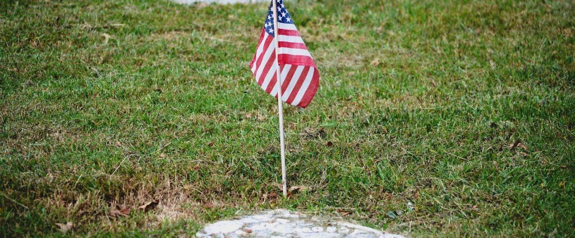 US-Flagge auf Friedhof
