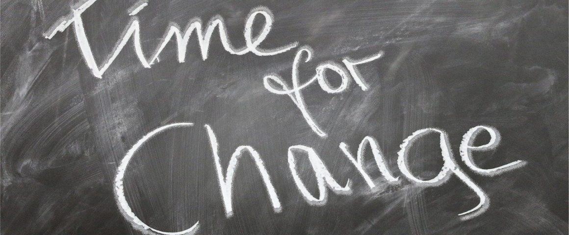 """Schultafel mit Slogan """"Time for Change"""""""