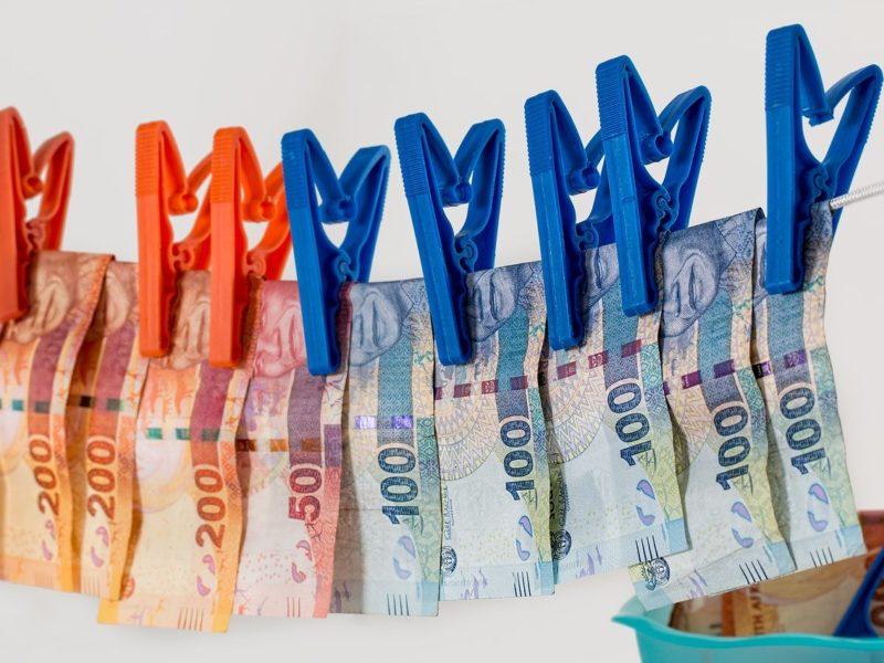 Geld auf Wäscheleine