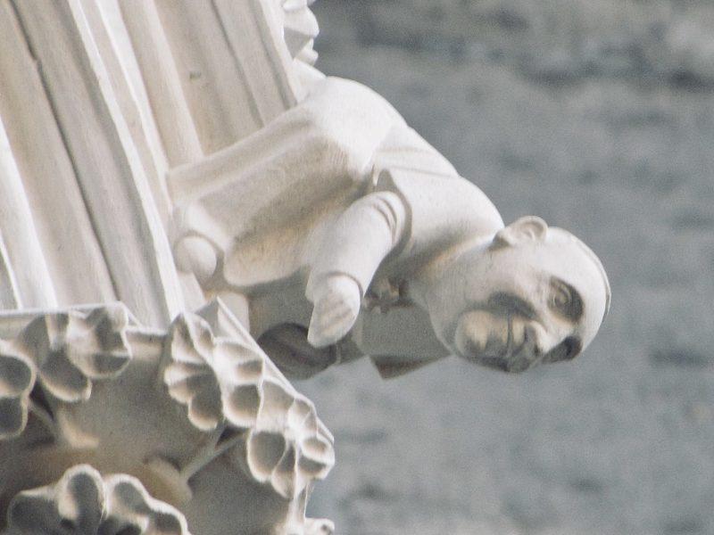 Paps Franziskus Figur am Kölner Dom