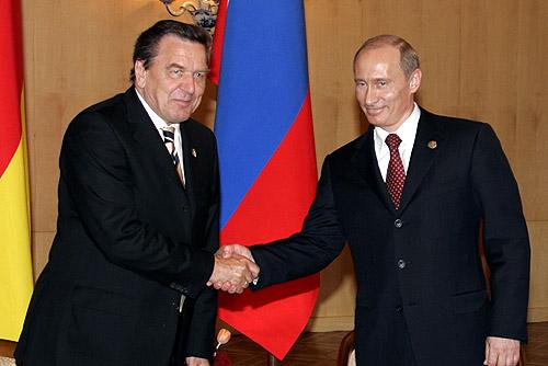 Gerhard Schroeder mit Vladimir Putin-1