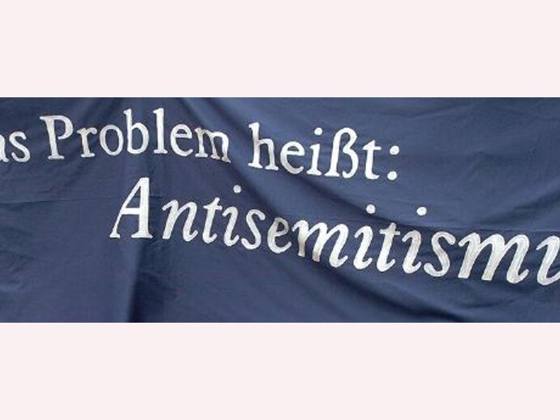 Banner gegen Antisemitismus