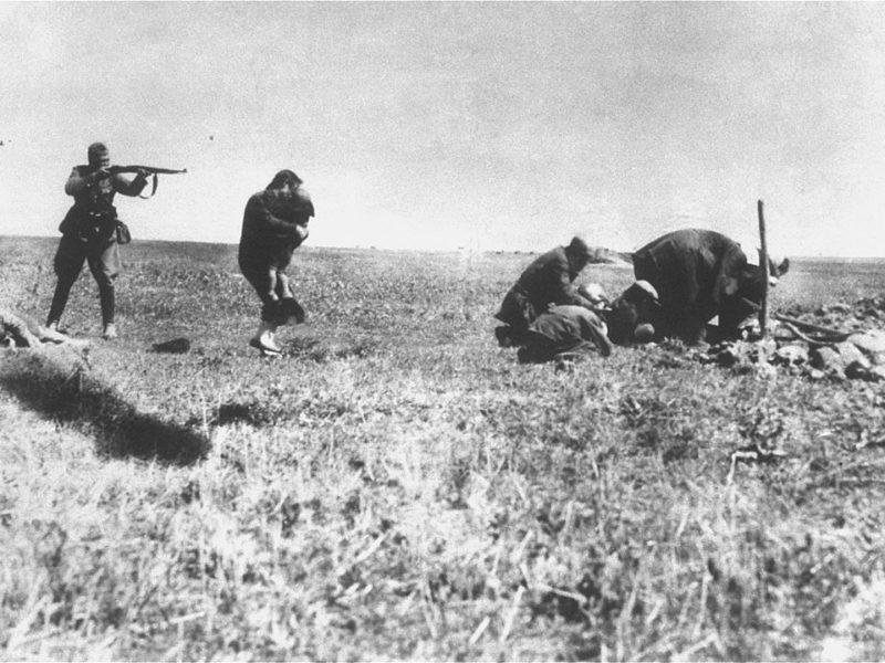 Ermordung von jüdischen Zivilisten in der Ukraine duch deutsche Einsatzgruppen