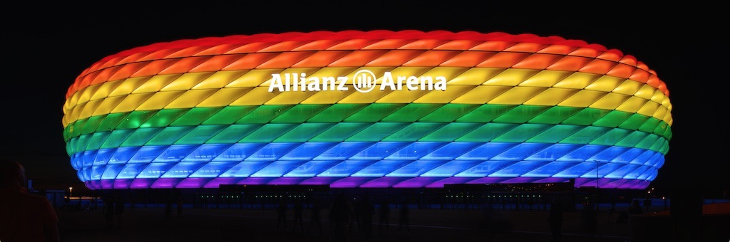 Arena in München in Regenbogenfarben, 2016