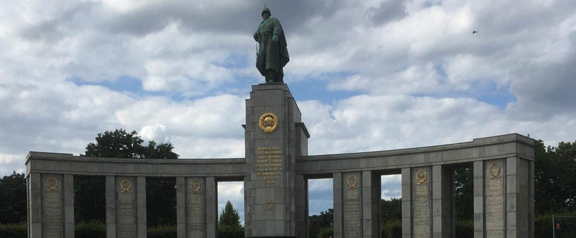 Ehrenmal für die im Kampf gegen Nazi-Deutschland gefallenen sowjetischen Soldaten, Berlin Tiergarten