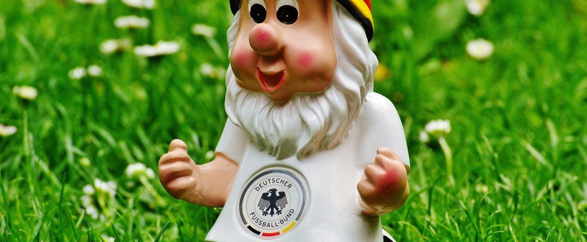 Gartenzwerg im deutschen Nationaltrikot
