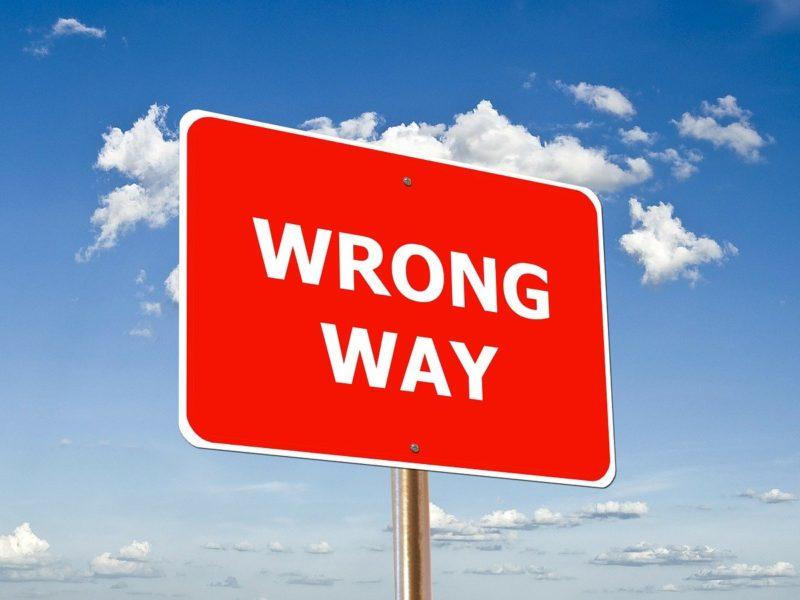 """Schild """"Wrong Way"""""""