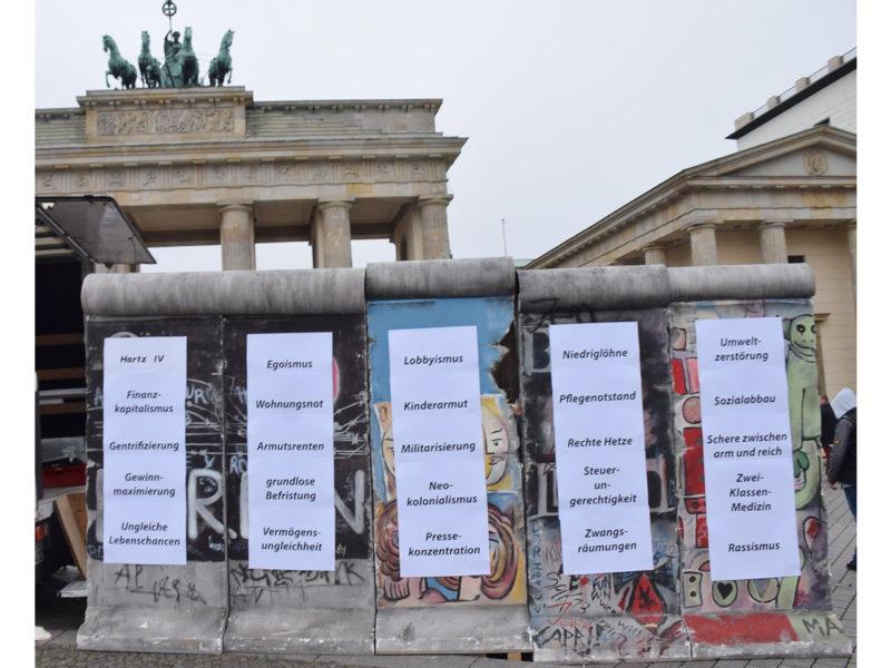 Protestaktion in Berlin gegen Armut