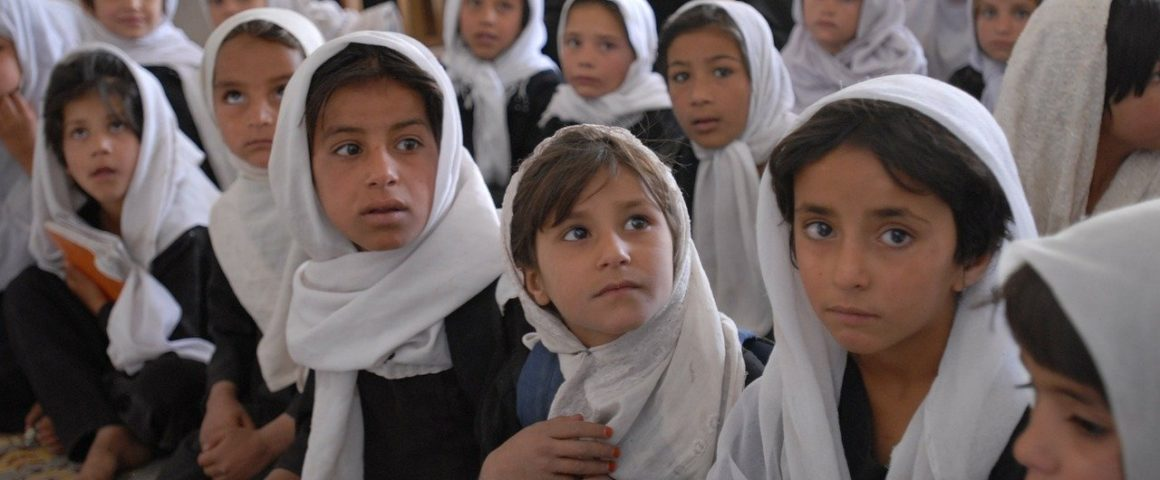 Mädchenklasse in einer Schule in Afghanistan