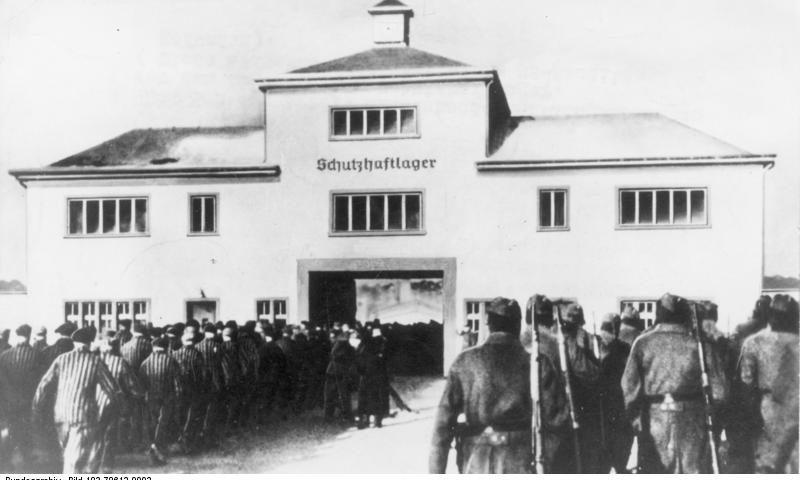 KZ Sachsenhausen, Häftlinge vor Lagertor