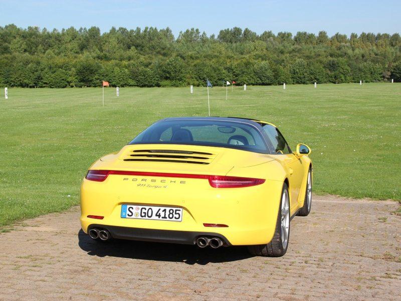 Gelber Porsche