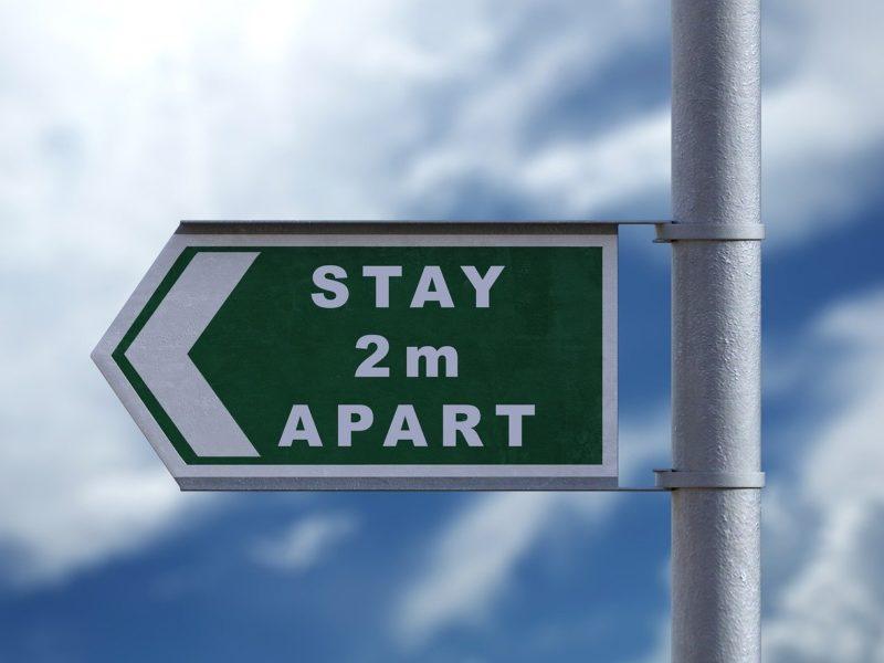 """Schild """"Stay 2m apart"""""""